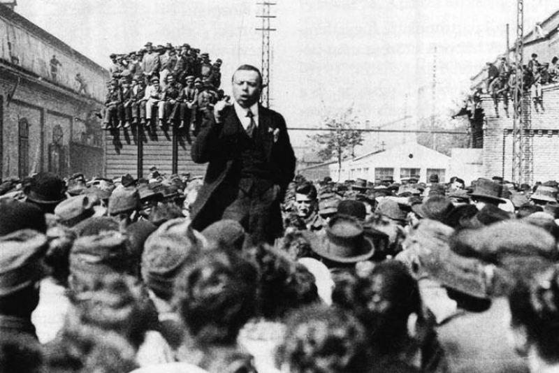 Béla Kun v roce 1919. Public domain.