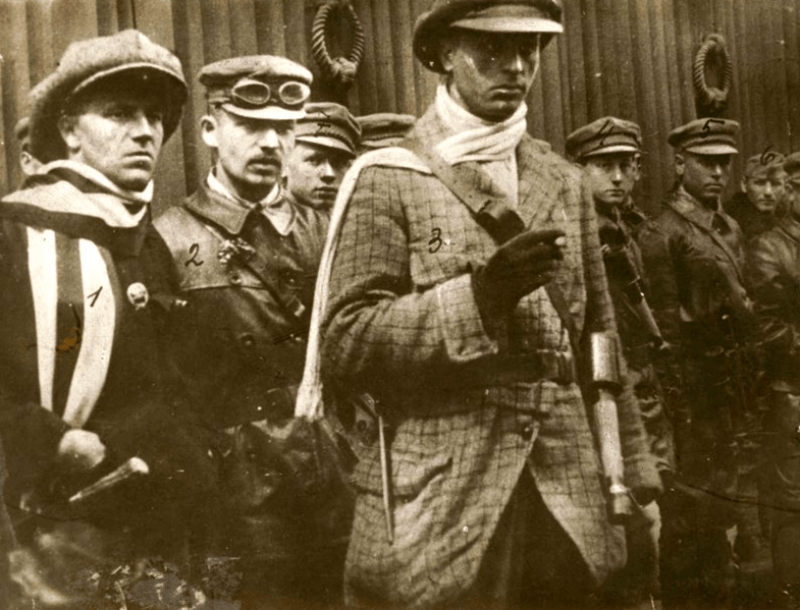 Leninovi hoši. Public domain.