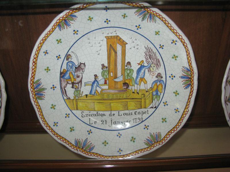 """Dekapitace krále, """"Vlastenecký porcelán"""", Francie 1790"""