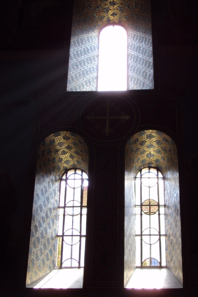 Okna chrámu. Foto Josef Mlejnek jr.
